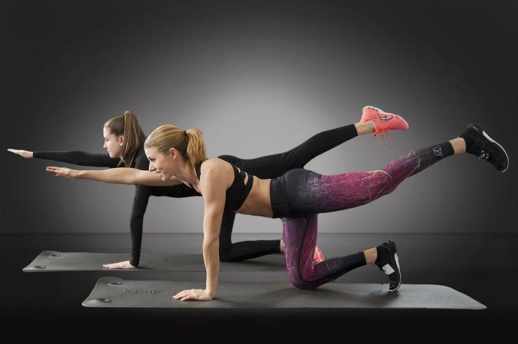 Ein Fitnessstudio mit verschiedenen Angeboten