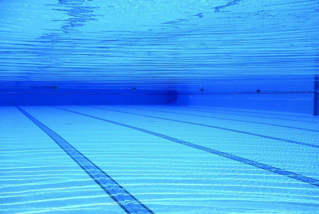 Schwimmen kann Probleme im Rahmen von Firmenfitness vorbeugen