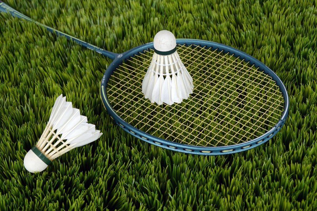 Badminton ist eine Sportart um Augenprobleme im Büro zu vemeiden