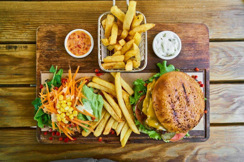 Fastfood trägt nicht zu Gesundheit am Arbeitsplatz bei