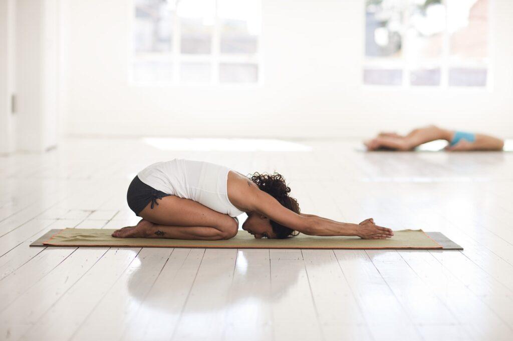 Yoga kann die Produktivität steigern im Rahmen von BGM